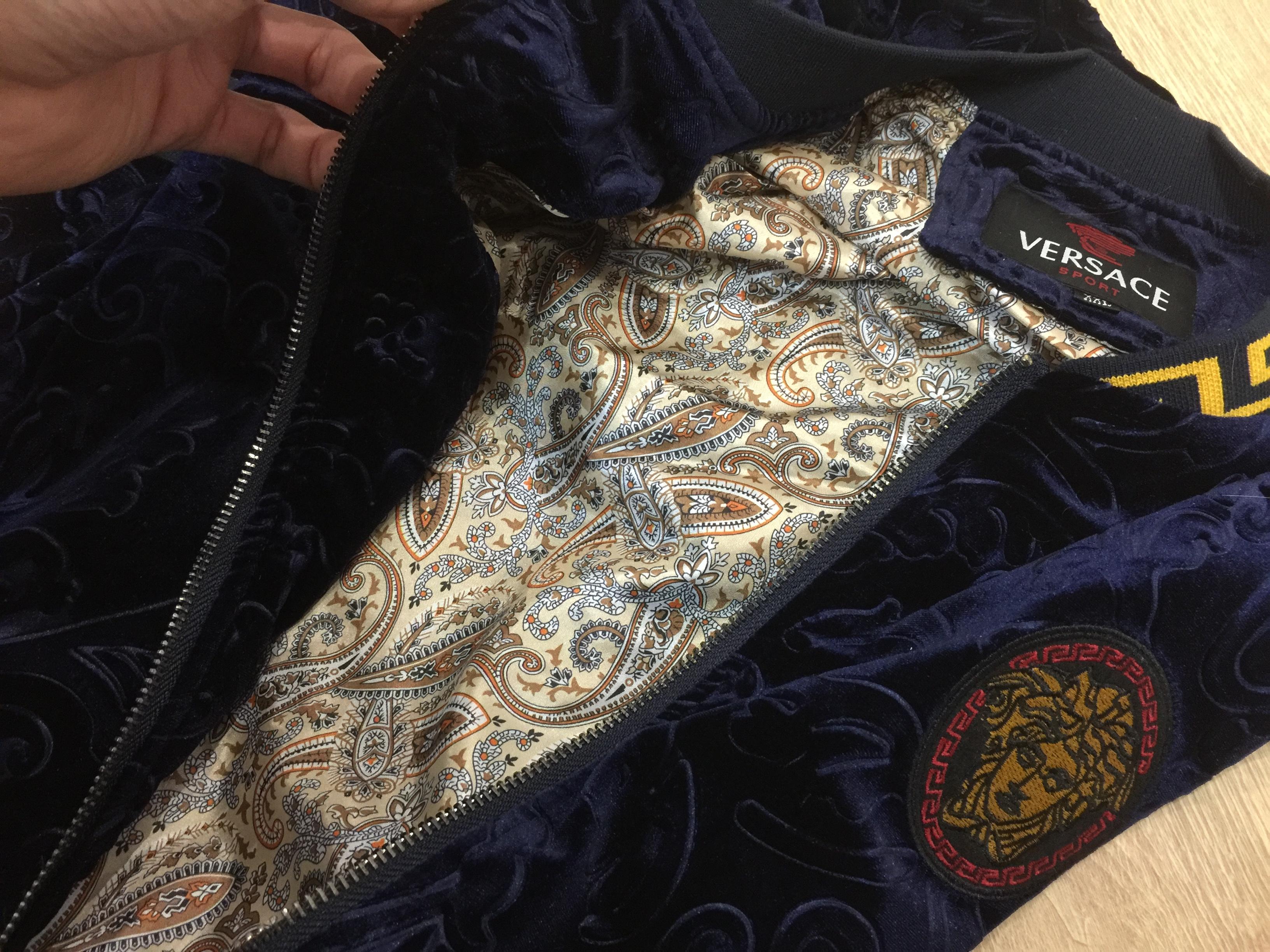 Внутренний подклад мужского спортивного костюма Версаче