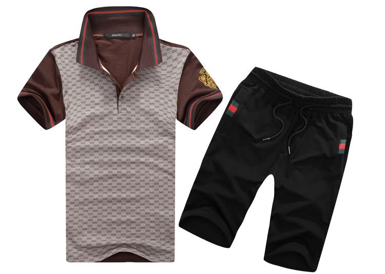 коричневый с черными шортами